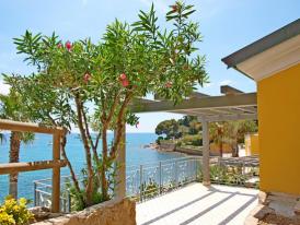 Villaggio in una splendida baia privata con piscina e - Villaggi in montagna con piscina ...